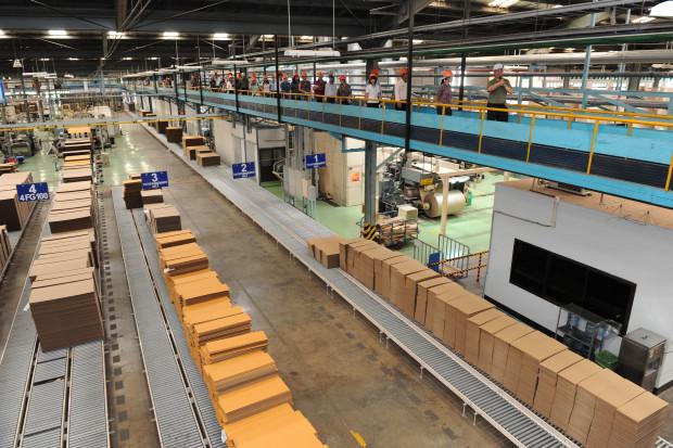 ผมขออนุญาตพาไปชม ตัวอย่างกล่องกระดาษ ( รูปแบบตัวอย่างสินค้า ) ที่โรงงานของเราสามารถที่จะผลิตได้ครับ